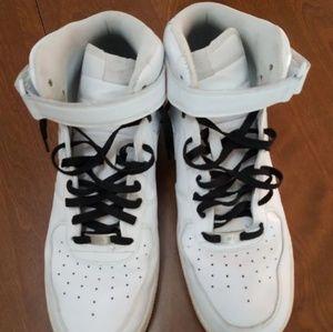 Men's Nike mid rise sneaker. Size 13